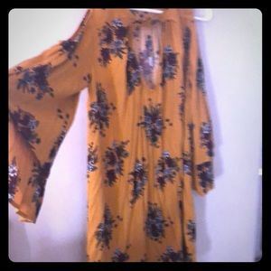 Cute dress perfect for fall! Worn once!